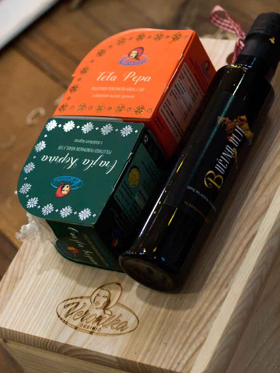 """Poklon paket """"Sirevi i ulje na pladnju"""""""